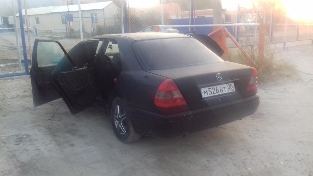 Подержанный Mercedes-Benz C-Класс, хорошее состояние, черный матовый, 1994 года выпуска, цена 200 000 руб. в ао. Ханты-Мансийском Автономном округе - Югре