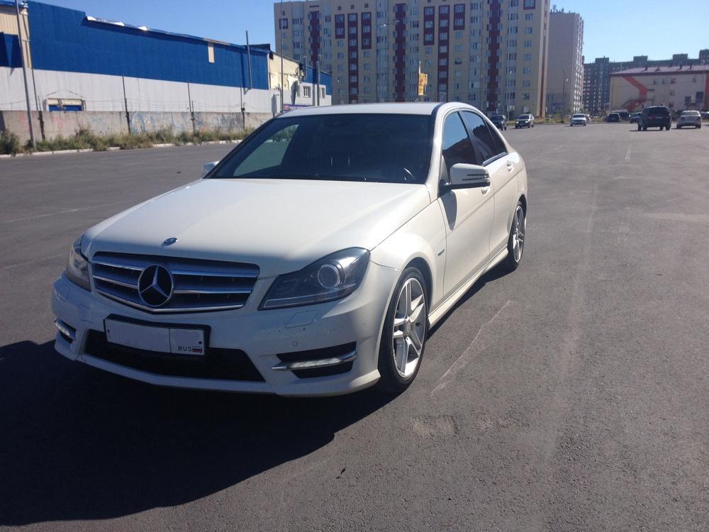 Подержанный Mercedes-Benz C-Класс, хорошее состояние, белый , 2011 года выпуска, цена 950 000 руб. в ао. Ханты-Мансийском Автономном округе - Югре