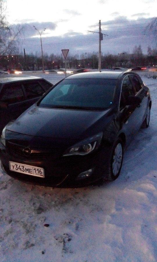 Подержанный Opel Astra, хорошее состояние, черный , 2010 года выпуска, цена 450 000 руб. в республике Татарстане