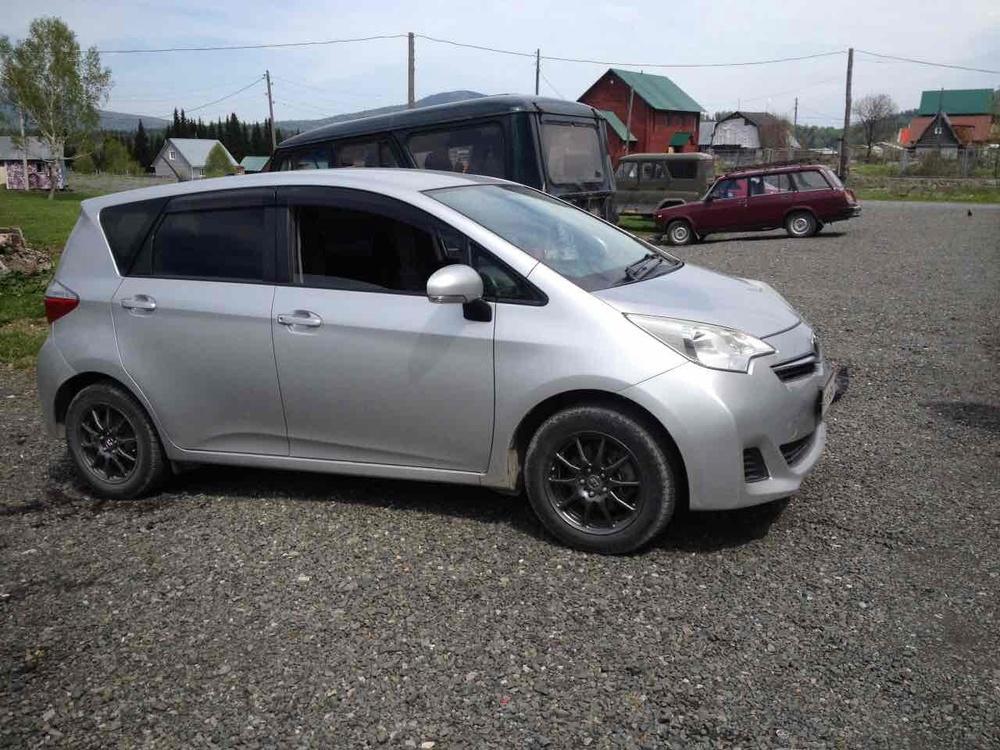 Подержанный Toyota Ractis, отличное состояние, серебряный акрил, 2011 года выпуска, цена 450 000 руб. в Кемеровской области