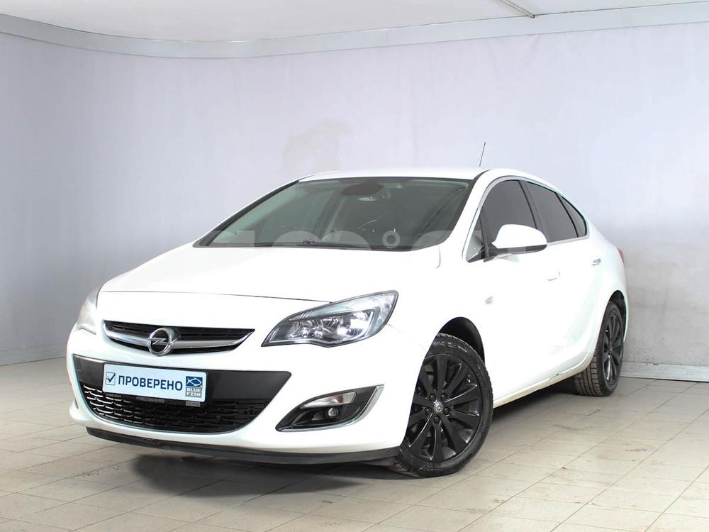Opel Astra с пробегом, белый , отличное состояние, 2013 года выпуска, цена 539 000 руб. в автосалоне РОЛЬФ Лахта Blue Fish (Санкт-Петербург, ул. Савушкина, д. 103)