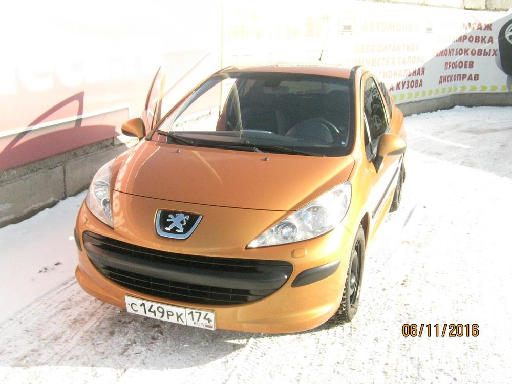 Подержанный Peugeot 207, хорошее состояние, оранжевый , 2008 года выпуска, цена 249 000 руб. в Челябинской области