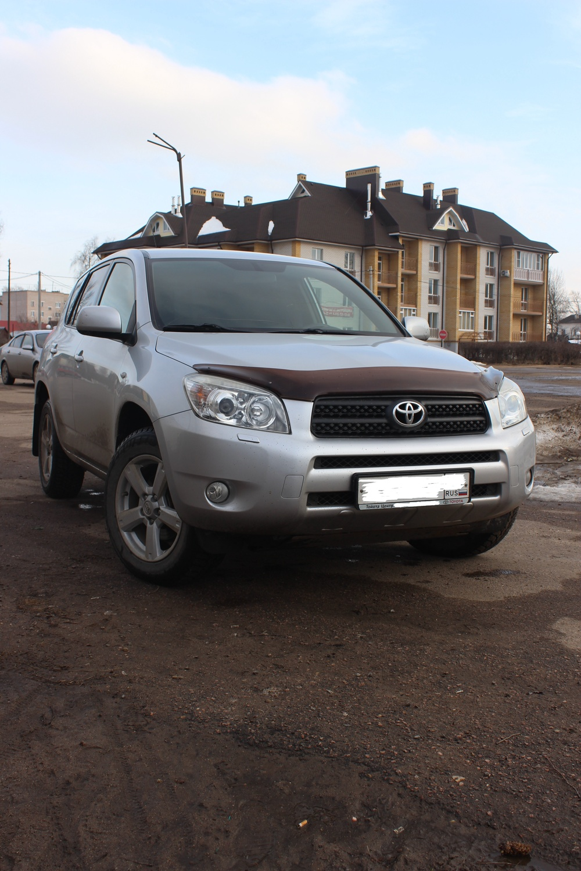Подержанный Toyota RAV4, отличное состояние, серебряный металлик, 2008 года выпуска, цена 850 000 руб. в Тверской области