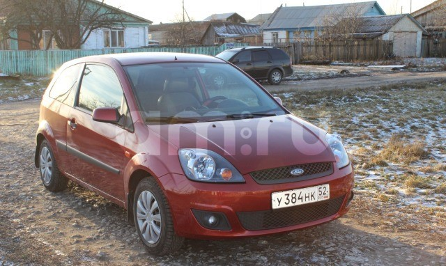 Подержанный Ford Fiesta, хорошее состояние, красный , 2007 года выпуска, цена 220 000 руб. в Пензенской области