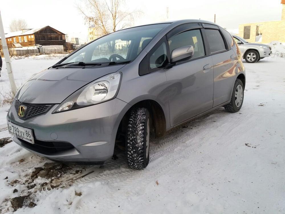 Подержанный Honda Fit, отличное состояние, серый металлик, 2009 года выпуска, цена 395 000 руб. в ао. Ханты-Мансийском Автономном округе - Югре