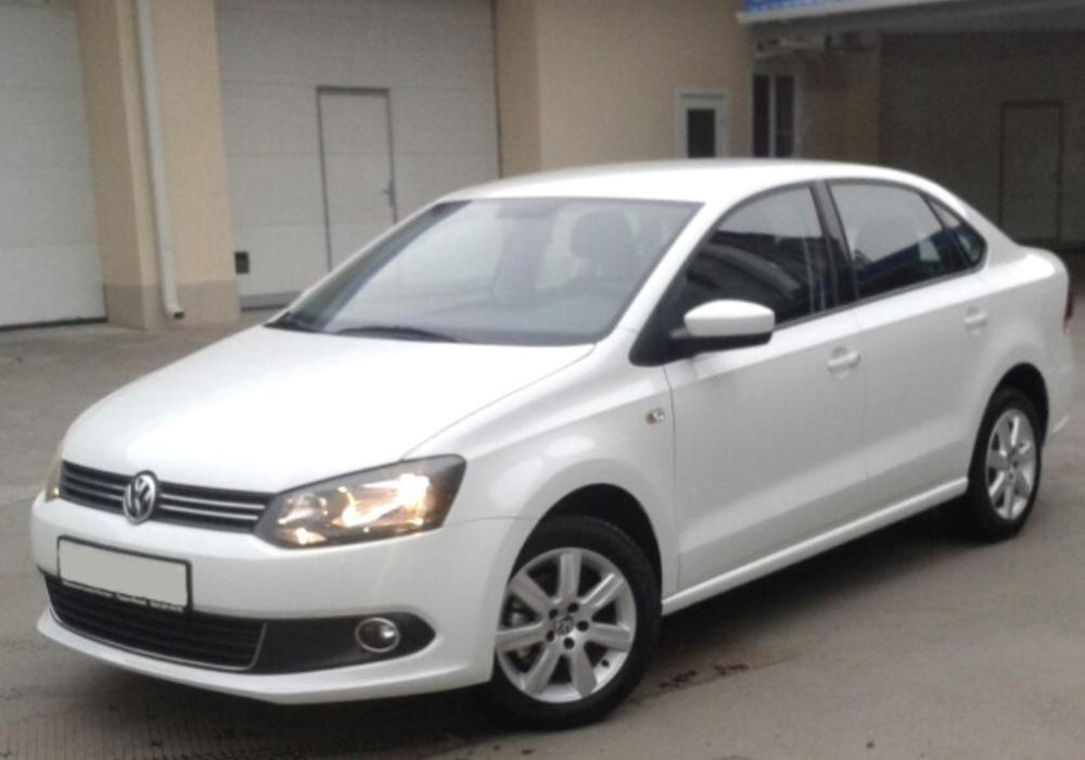 Подержанный Volkswagen Polo, отличное состояние, белый , 2013 года выпуска, цена 650 000 руб. в ао. Ханты-Мансийском Автономном округе - Югре