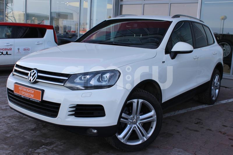 Volkswagen Touareg с пробегом, белый , отличное состояние, 2011 года выпуска, цена 1 349 000 руб. в автосалоне Автобан-Запад (Екатеринбург, ул. Металлургов, д. 67)