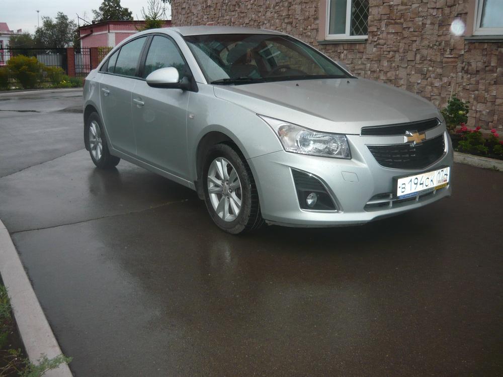 Подержанный Chevrolet Cruze, отличное состояние, серебряный металлик, 2013 года выпуска, цена 550 000 руб. в Челябинской области