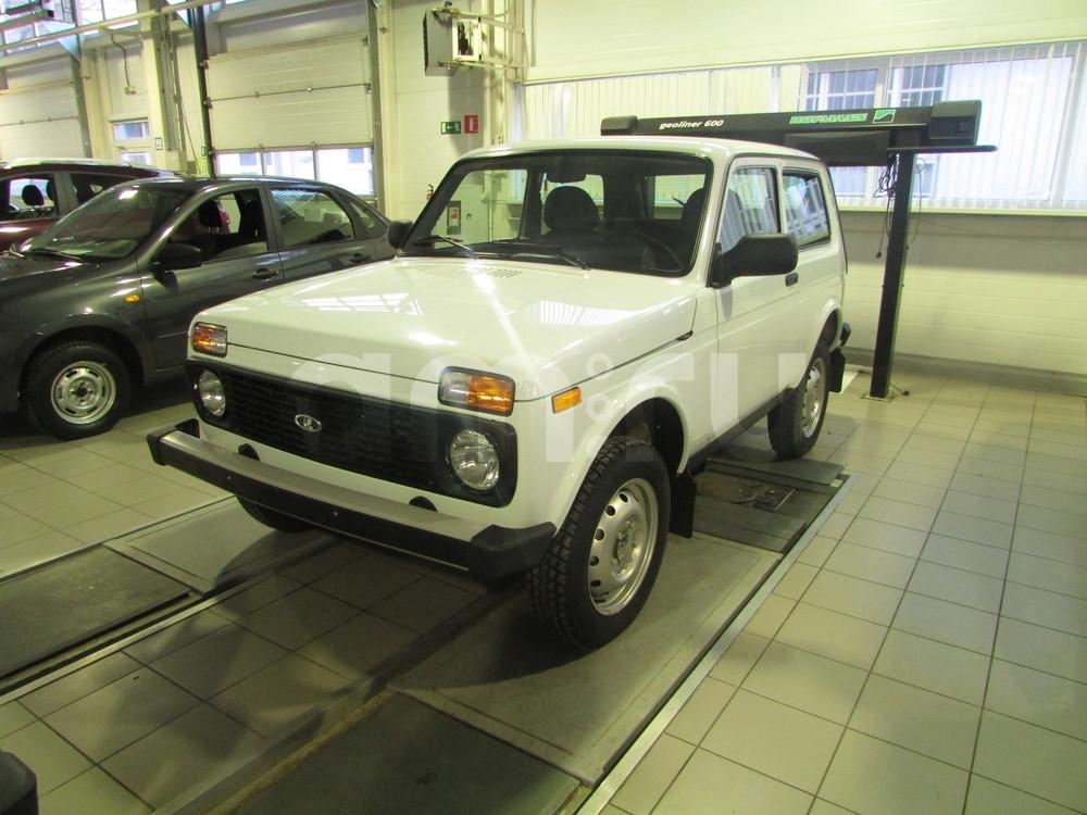 ВАЗ (Lada) 4x4 с пробегом, белый , отличное состояние, 2016 года выпуска, цена 466 000 руб. в автосалоне  ()