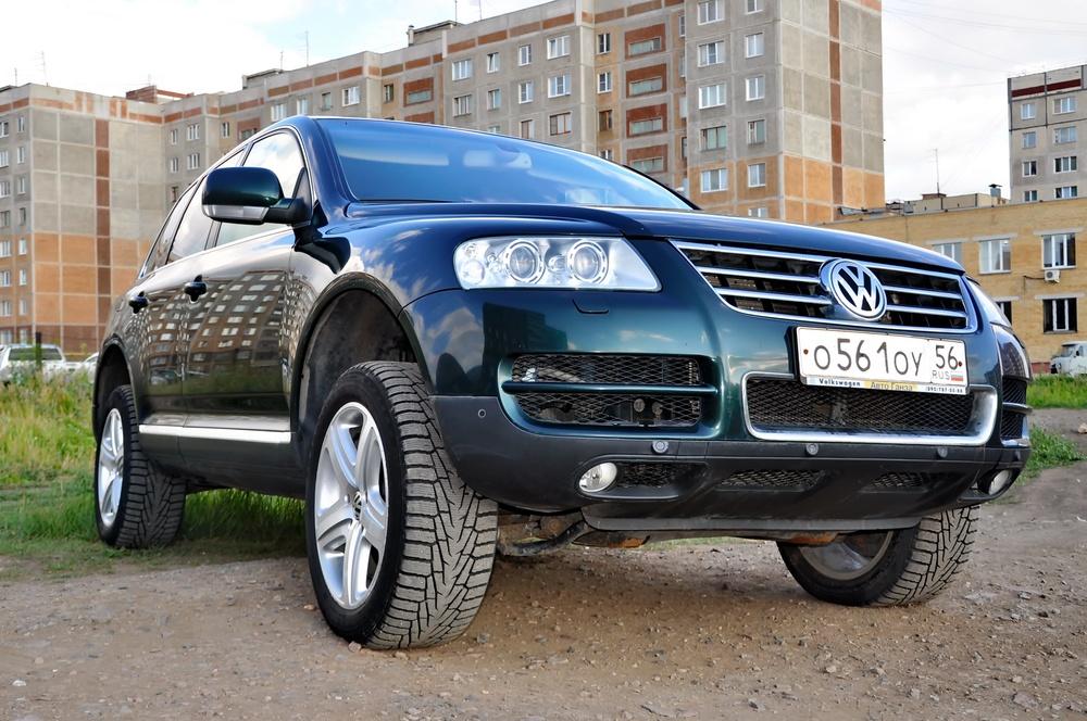Подержанный Volkswagen Touareg, хорошее состояние, зеленый , 2005 года выпуска, цена 549 000 руб. в Челябинской области