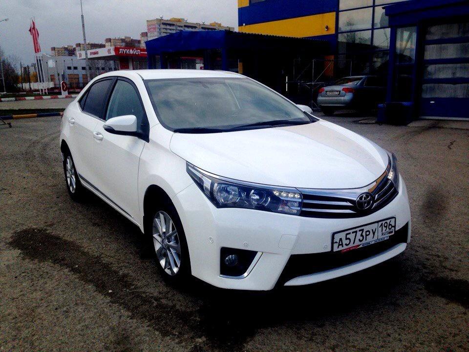 Подержанный Toyota Corolla, отличное состояние, белый , 2013 года выпуска, цена 850 000 руб. в Тюмени