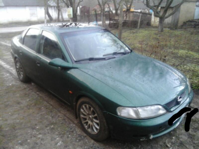 Подержанный Opel Vectra, хорошее состояние, зеленый , 1996 года выпуска, цена 170 000 руб. в Крыму