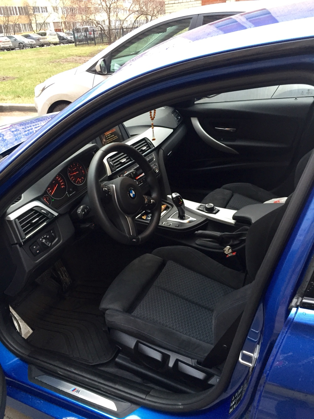 Подержанный BMW 3 серия, отличное состояние, синий перламутр, 2015 года выпуска, цена 1 730 000 руб. в Санкт-Петербурге
