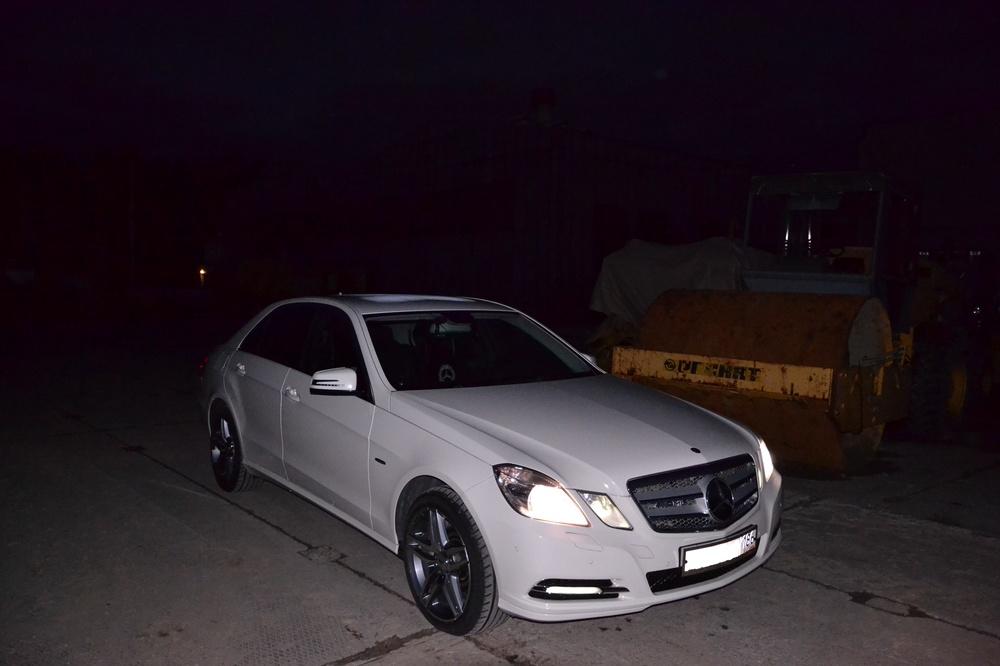 Подержанный Mercedes-Benz E-Класс, отличное состояние, белый , 2010 года выпуска, цена 900 000 руб. в ао. Ханты-Мансийском Автономном округе - Югре