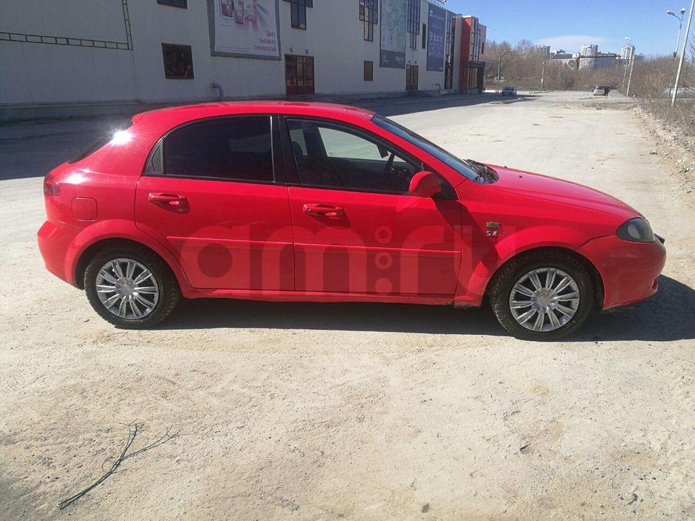 Подержанный Chevrolet Lacetti, хорошее состояние, красный , 2004 года выпуска, цена 178 000 руб. в Екатеринбурге