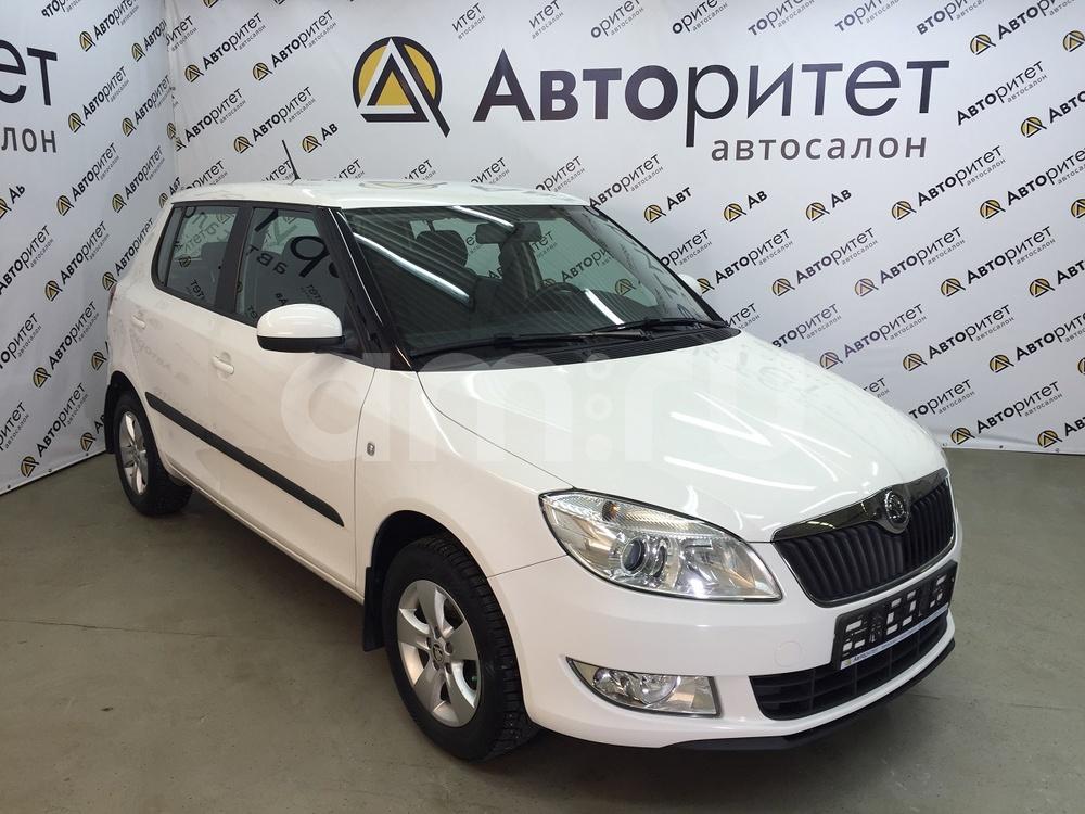 Skoda Fabia с пробегом, белый , отличное состояние, 2012 года выпуска, цена 369 000 руб. в автосалоне  ()