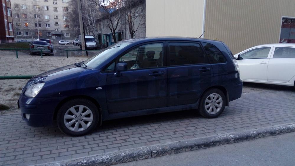 Подержанный Suzuki Liana, хорошее состояние, синий металлик, 2007 года выпуска, цена 350 000 руб. в ао. Ханты-Мансийском Автономном округе - Югре