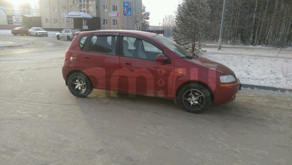 Подержанный Chevrolet Aveo, хорошее состояние, бордовый , 2004 года выпуска, цена 150 000 руб. в ао. Ханты-Мансийском Автономном округе - Югре