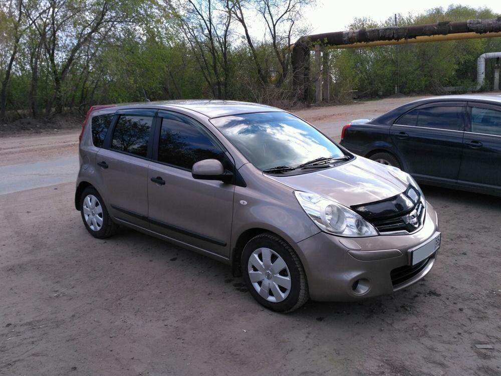Подержанный Nissan Note, отличное состояние, коричневый , 2011 года выпуска, цена 415 000 руб. в Омске