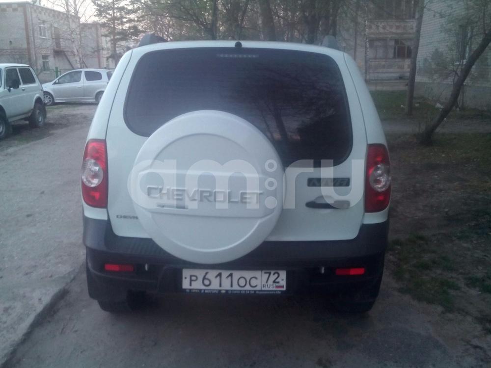 Подержанный Chevrolet Niva, отличное состояние, белый , 2014 года выпуска, цена 470 000 руб. в Тюмени
