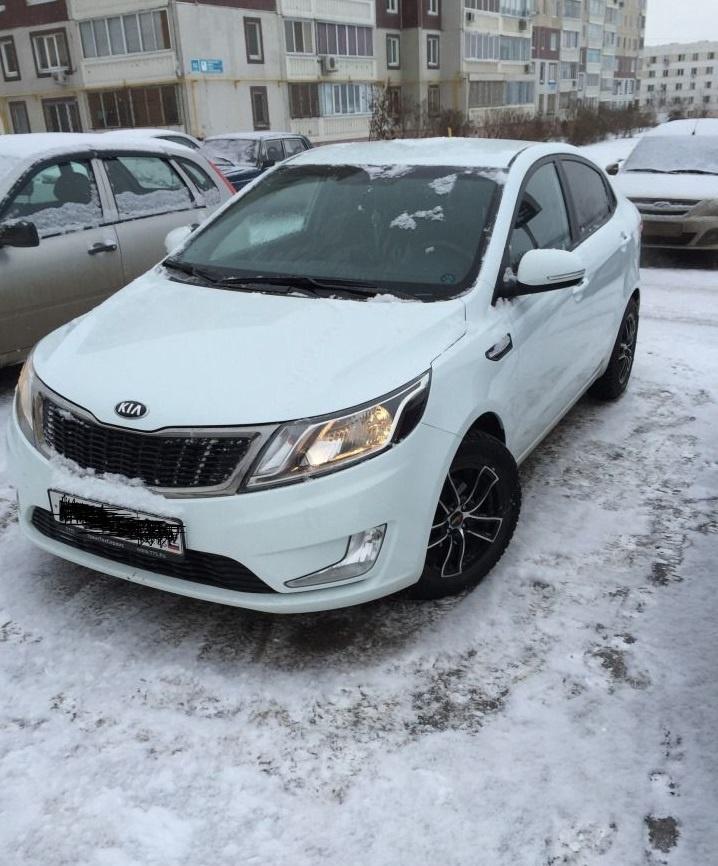 Подержанный Kia Rio, отличное состояние, белый , 2013 года выпуска, цена 560 000 руб. в республике Татарстане
