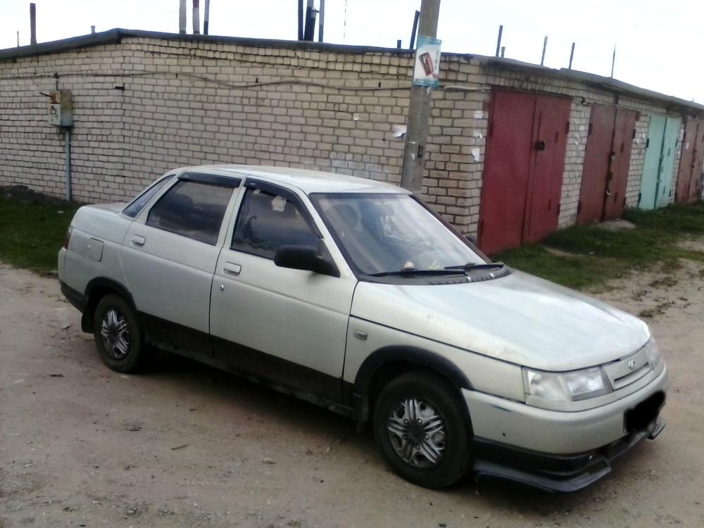 Подержанный ВАЗ (Lada) 2110, среднее состояние, серебряный , 1999 года выпуска, цена 40 000 руб. в Пскове