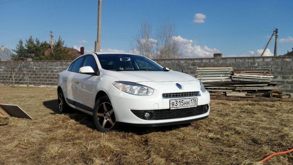 Подержанный Renault Fluence, отличное состояние, белый , 2012 года выпуска, цена 475 000 руб. в Пскове