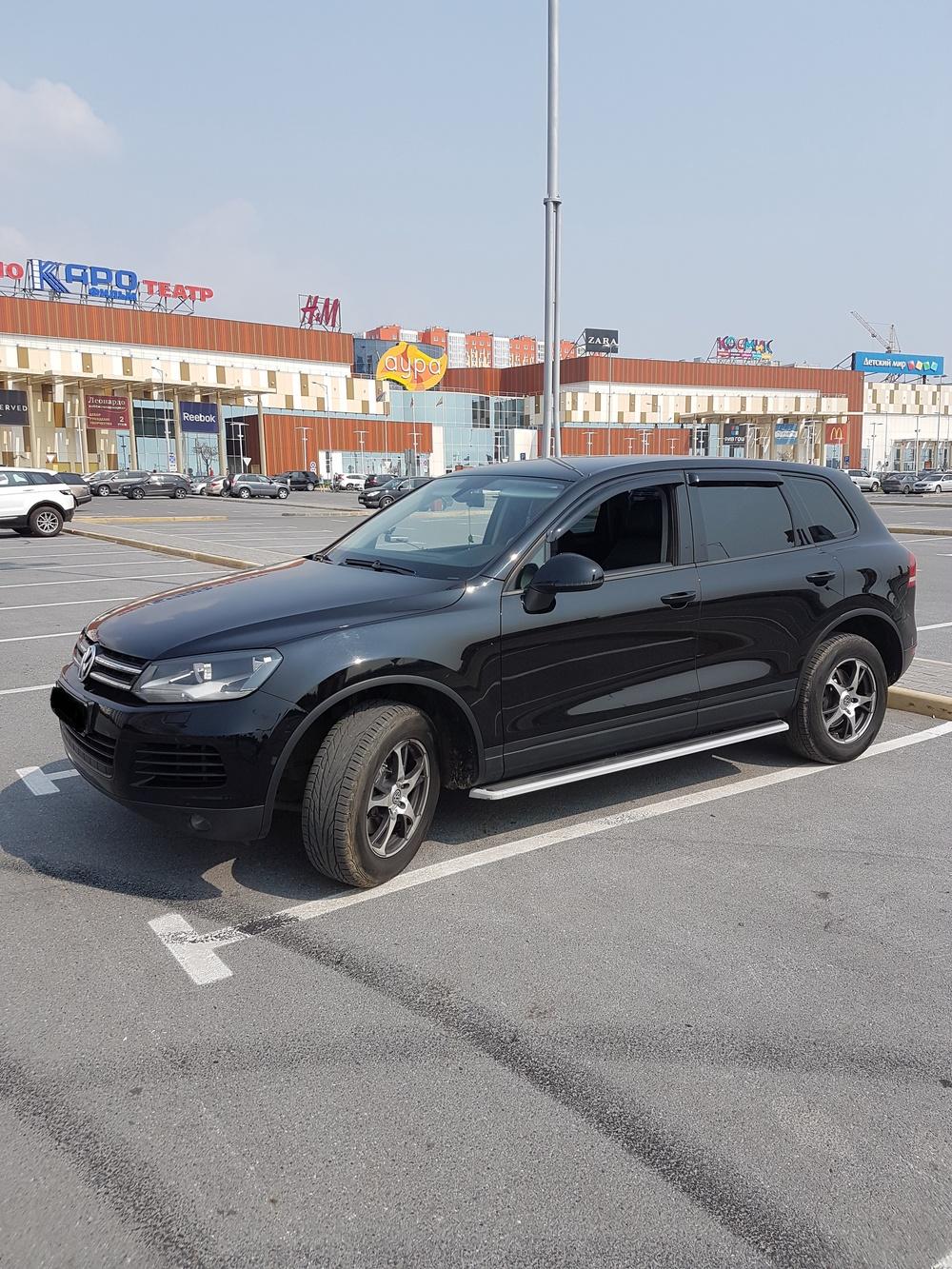Подержанный Volkswagen Touareg, отличное состояние, черный металлик, 2011 года выпуска, цена 1 500 000 руб. в ао. Ханты-Мансийском Автономном округе - Югре
