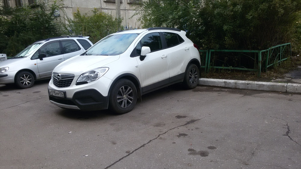Подержанный Opel Mokka, отличное состояние, белый , 2014 года выпуска, цена 780 000 руб. в Челябинской области