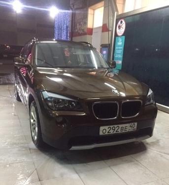 BMW X1 с пробегом, коричневый , отличное состояние, 2011 года выпуска, цена 930 000 руб. в автосалоне Авто-Брокер на Антонова-Овсеенко (Самара, ул. Антонова-Овсеенко, д. 51Ж)