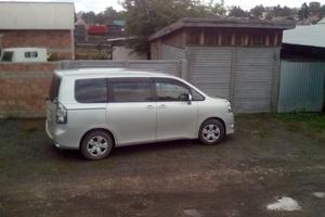 Автомобиль Toyota Voxy, отличное состояние, 2008 года выпуска, цена 725 000 руб., Иркутск