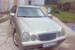 Подержанный автомобиль Mercedes-Benz E-Класс, хорошее состояние, 2001 года выпуска, цена 300 000 руб., Раменское