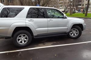 Автомобиль Toyota 4Runner, хорошее состояние, 2004 года выпуска, цена 680 000 руб., Москва
