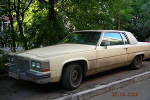 Автомобиль Cadillac De Ville, среднее состояние, 1983 года выпуска, цена 800 000 руб., Москва