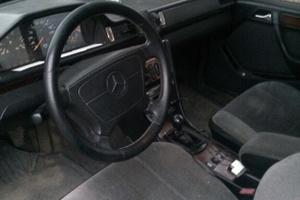 Подержанный автомобиль Mercedes-Benz E-Класс, плохое состояние, 1995 года выпуска, цена 60 000 руб., Клин