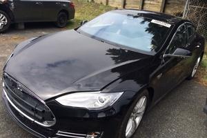 Автомобиль Tesla Model S, битый состояние, 2016 года выпуска, цена 2 142 000 руб., Москва