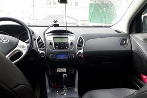 Автомобиль Hyundai ix35, среднее состояние, 2013 года выпуска, цена 910 000 руб., Сургут