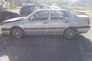 Автомобиль Volkswagen Vento, битый состояние, 1992 года выпуска, цена 30 000 руб., Ярославль