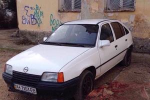 Автомобиль Opel Kadett, отличное состояние, 1985 года выпуска, цена 35 000 руб., Севастополь