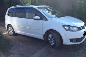 Подержанный автомобиль Volkswagen Touran, отличное состояние, 2011 года выпуска, цена 940 000 руб., Челябинск