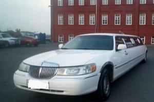 Автомобиль Lincoln Town Car, хорошее состояние, 1999 года выпуска, цена 380 000 руб., Смоленск