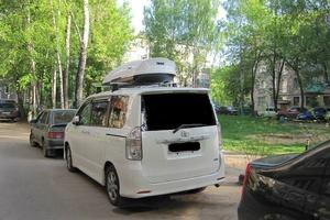Автомобиль Toyota Voxy, хорошее состояние, 2009 года выпуска, цена 825 000 руб., Москва