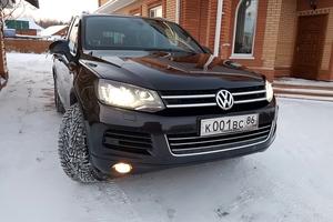 Автомобиль Volkswagen Touareg, отличное состояние, 2014 года выпуска, цена 2 300 000 руб., Сургут