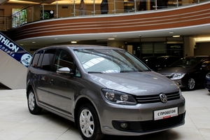 Авто Volkswagen Touran, 2010 года выпуска, цена 609 000 руб., Москва