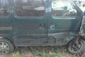 Автомобиль Suzuki Every, битый состояние, 2001 года выпуска, цена 100 000 руб., Белогорск