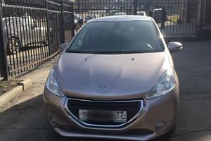 Автомобиль Peugeot 208, отличное состояние, 2013 года выпуска, цена 520 000 руб., Москва