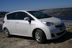 Автомобиль Toyota Ractis, отличное состояние, 2011 года выпуска, цена 520 000 руб., Надым