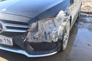 Подержанный автомобиль Mercedes-Benz C-Класс, битый состояние, 2015 года выпуска, цена 1 650 000 руб., Казань