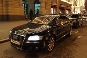 Автомобиль Audi A8, среднее состояние, 2005 года выпуска, цена 580 000 руб., Москва