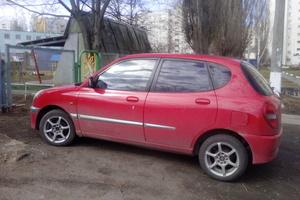 Автомобиль Daihatsu Sirion, хорошее состояние, 2002 года выпуска, цена 135 000 руб., Старый Оскол